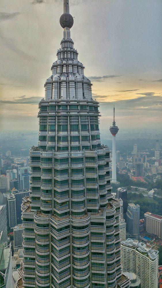 Einfach nur den Anblick der Türme und Ihrer Architektur genießen.