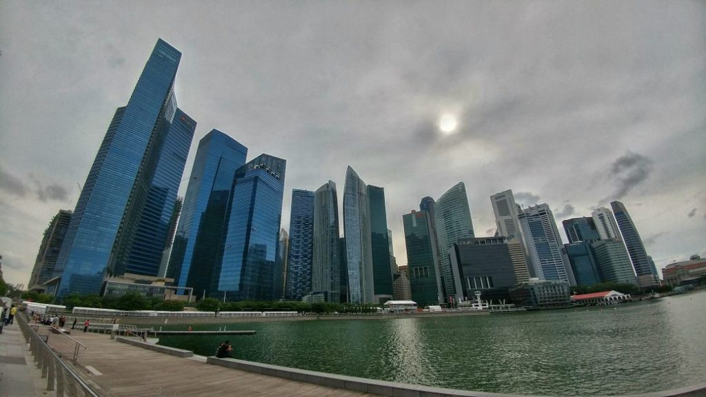 Der Blick auf die Skyline von Singapur.