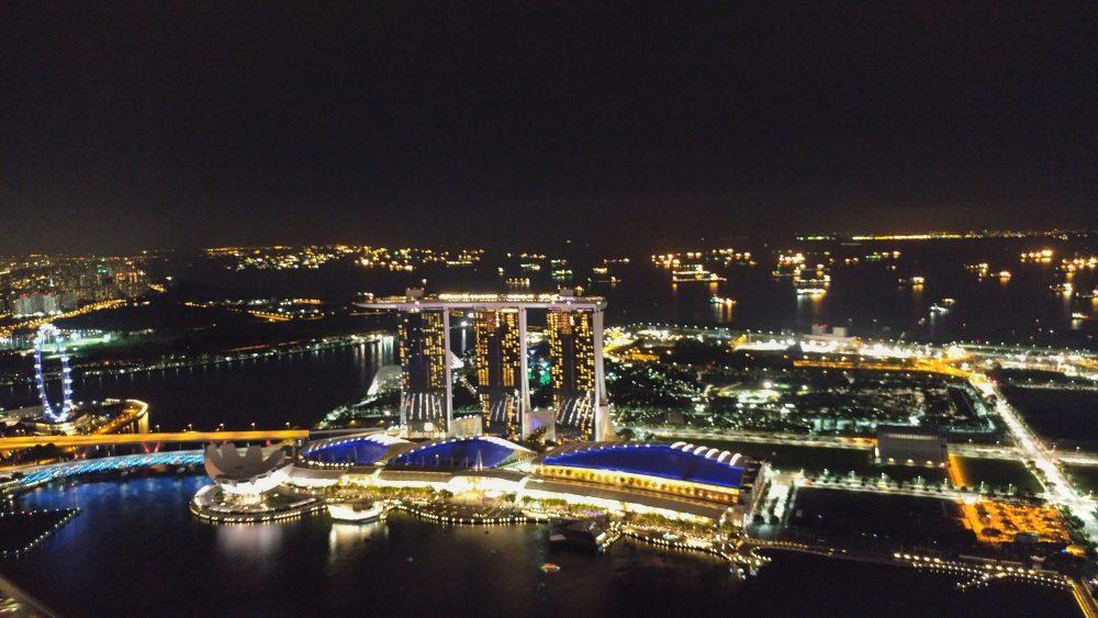 Die Marina Bay bei Nacht.