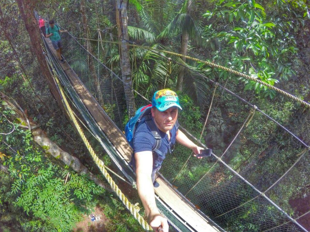 Canopy Action!!! 35 bis 45 Meter über dem Boden wandel ich zwischen den Bäumen des Regenwaldes. Krasses Gefühl.
