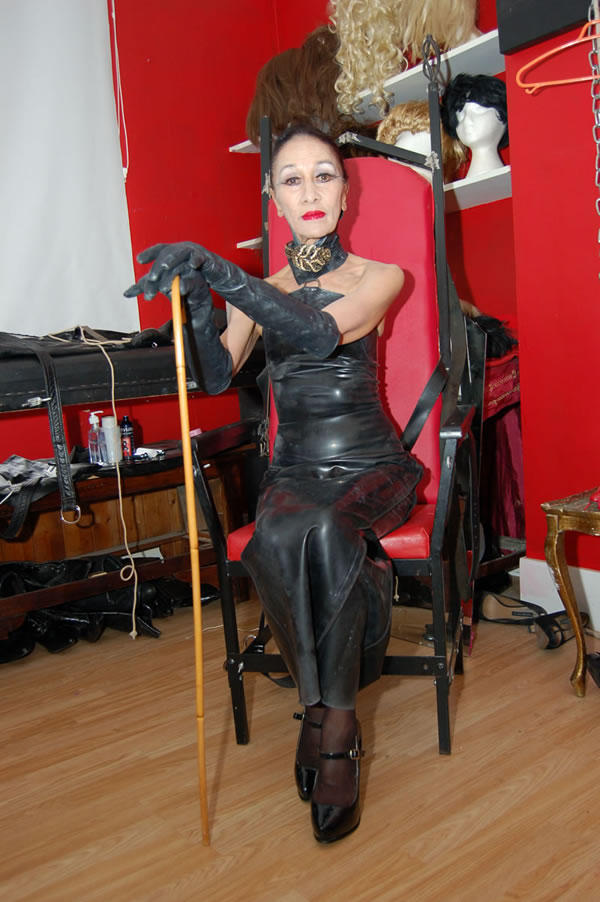 London Mistress Cara Experienced Mature London Dominatrix