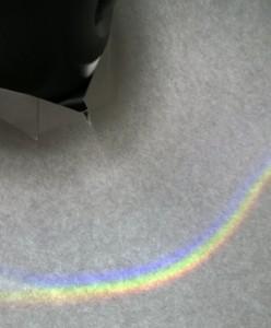 ... Ein dritter Regenbogen, hier ist auch noch der Stiel der Taschenlampe zu sehen.