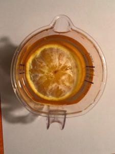 Für eine Apfelsine reicht es aus, einen Schwimmring umzuhaben. Auch dann schwimmt sie.