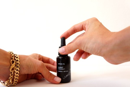 Kahina_Giving_Beauty_Organic_Beauty_Aragan_Oil_Beauty