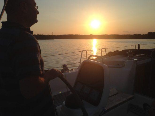 Abendsonne auf dem Scharmützelsee beim Sunset-Sailing