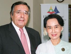 Empfang bei der international geachteten Friedensnobelpreisträgerin Aung San Suu Kyi in der Handelskammer in Yangon (Myanmar).