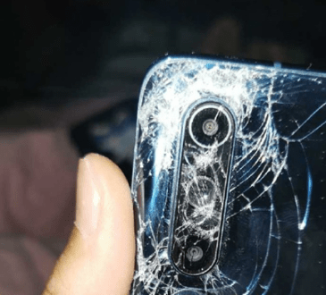 Xiaomi Mi 10 schicciato da un autobus (2)
