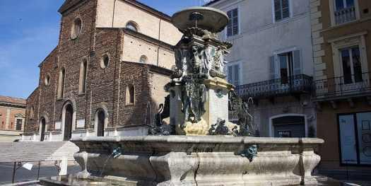 Fontana Monumentale e Duomo di Faenza