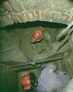 """La Tana della Volpe attraversa in profondità il colle della Rocca per """"sbucare"""" nel sistema fognario di Brisighella, in pieno centro storico"""