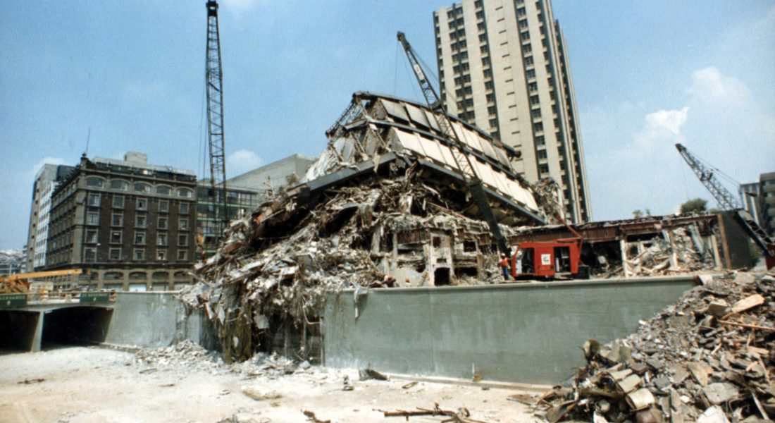 Al final del túnel. TOPOS: rescatando personas desde el temblor de 1985. Fotografía de Archivo de La Ciudad de México en el Tiempo