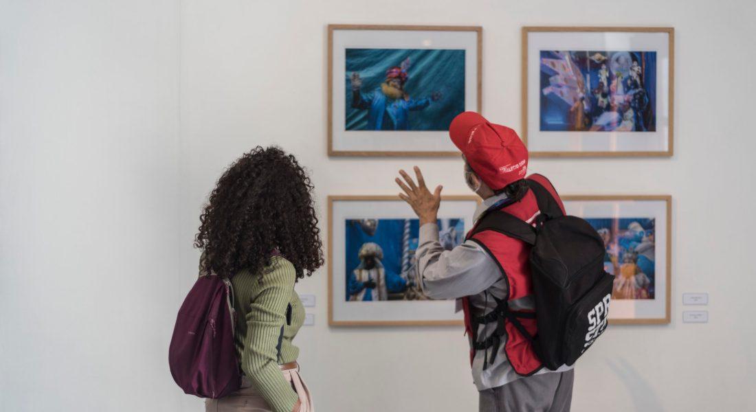 """Visita a la exposición """"Iban guiados por una estrella"""", de Elsa Chabaud, en el Museo Archivo de la Fotografía."""