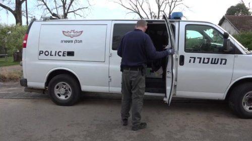 כוחות משטרה גדולים, בהם חבלנים, פועלים הבו...