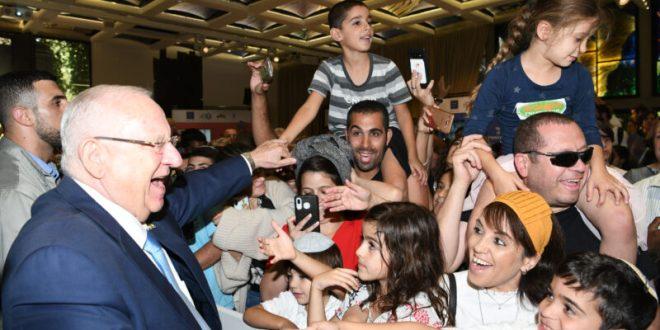 שיא של מבקרים: מעל 8,000 אזרחים הגיעו אל סוכת הנשיא