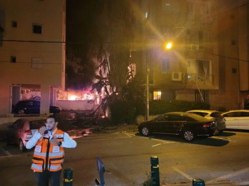 IMG-20210513-WA0032-500x375 אין נפגעים מפגיעת הטיל שפגע בין בניינים בפתח תקווה
