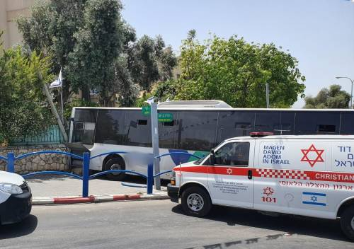 WhatsApp-Image-2021-05-05-at-13.15.42-500x352 שמונה בני אדם נפצעו קל בהתנגשות אוטובוס בקיר בבית שמש