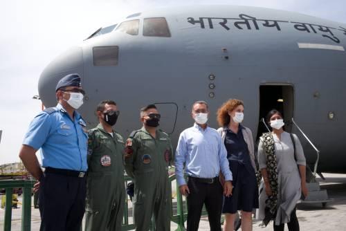 """WhatsApp-Image-2021-05-07-at-15.08.52-500x334 מטוס חיל האוויר ההודי ועליו טונות ציוד רפואי המריא חזרה מנתב""""ג להודו"""