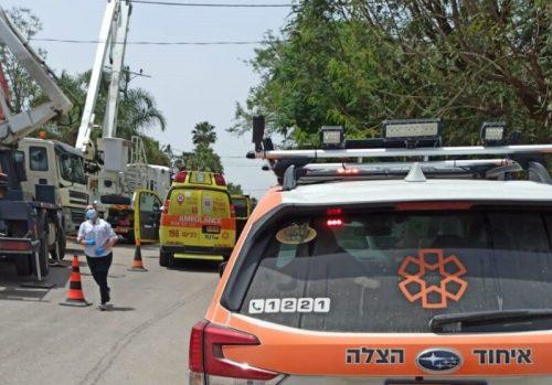 WhatsApp-Image-2021-05-09-at-12.24.49-1-500x349 שני פועלים בני 40 נפצעו בינוני בתאונת עבודה במושב חָצָב סמוך לגדרה