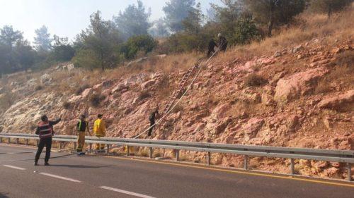 WhatsApp-Image-2021-05-11-at-16.44.22-500x281 שריפה גדולה בוערת סמוך למערת הנטיפים בהרי ירושלים, צוותי כיבוי במקום