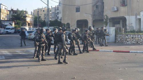 WhatsApp-Image-2021-05-11-at-18.31.36-3-500x281 יידוי אבנים בלווית ההרוג מלוד, שני שוטרים נפצעו קל