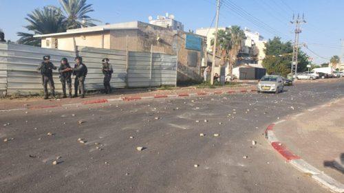 WhatsApp-Image-2021-05-11-at-18.31.37-500x281 יידוי אבנים בלווית ההרוג מלוד, שני שוטרים נפצעו קל