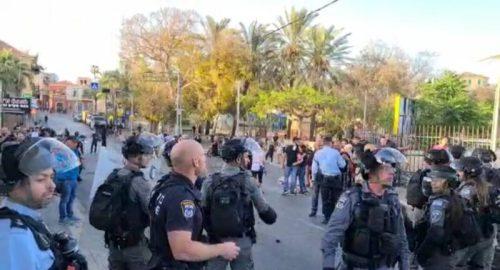 WhatsApp-Image-2021-05-11-at-19.07.24-500x270 אבנים וחפצים הושלכו על שוטרים ביפו, שני שוטרים נפצעו