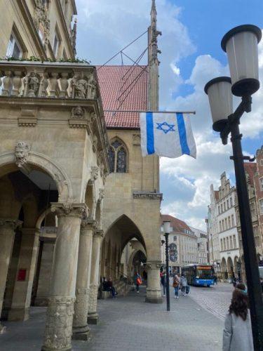 WhatsApp-Image-2021-05-14-at-14.43.06-375x500 דגל ישראל הונף על בניין עיריית מינסטר בגרמניה