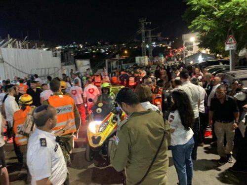 WhatsApp-Image-2021-05-16-at-20.57.11-500x375 גבר בן 40 וילד בן 12 נהרגו בקריסת הטריבונה בבית הכנסת בגבעת זאב