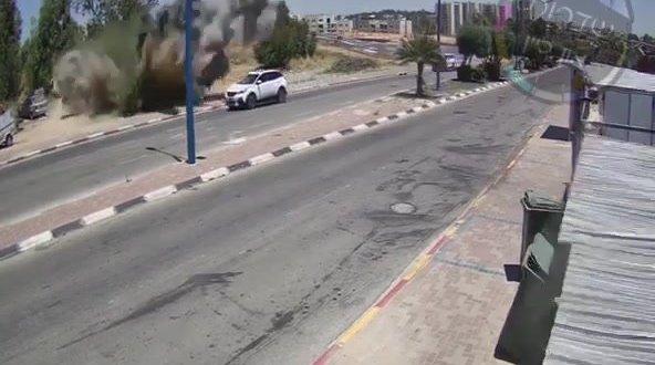 כמעט אסון: רקטה התפוצצה סמוך לכביש בשדרות – צפו בתיעוד