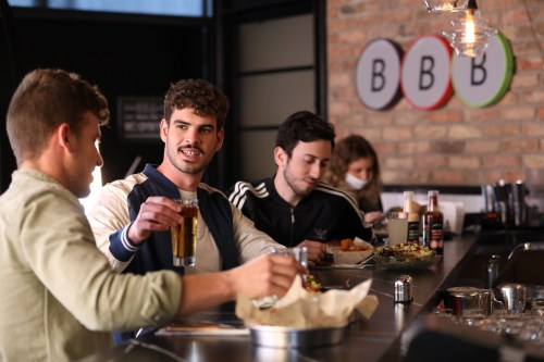 -BBB-ארוחות-מיוחדות-למשחקי-היורו-צילום-גבע-טלמור-1-500x333 חגיגת כדורגל ברשת BBB: משחקי היורו יוקרנו על מסכי ענק