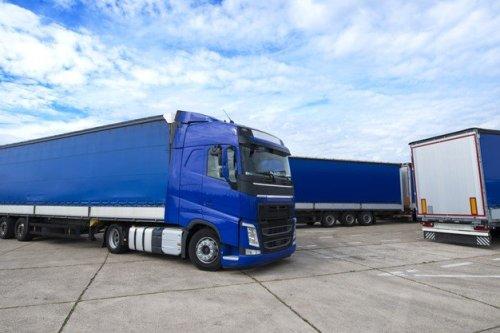 truck-vehicle-with-trailers-background_342744-1297-500x333 מועצת המובילים: משרד התחבורה מטיל עול כלכלי שחברות ההובלה לא תוכלנה לעמוד בו