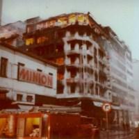 Δεκέμβριος 1980: Οι εμπρησμοί που έδωσαν τέλος στη χρυσή εποχή του αθηναϊκού εμπορίου. Την ευθύνη ανέλαβαν τρομοκράτες και η υπόθεση παρέμεινε ανεξιχνίαστη ( βίντεο)