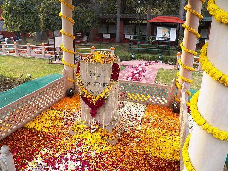 Το μνημείο του Μαχάτμα Γκάντι, στον τόπο που δολοφονήθηκε