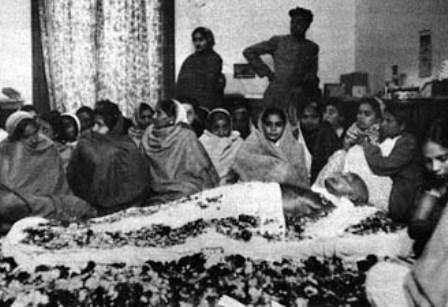 Ο θρήνος για τον Ινδό ηγέτη ήταν παγκόσμιος