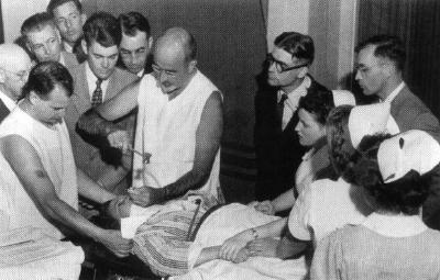 Ο γιατρός που έκανε τις λοβοτομές σόου μπροστά σε κοινό και εγχείρησε ακόμη και 12χρονο παιδί επειδή ήταν άτακτο!