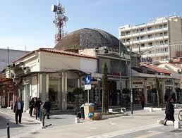 Το Μπαϊρακλί Τζαμί στη Λάρισα, μέσα σε καταστήματα