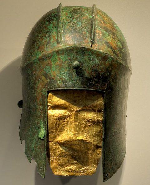 Ο γιος του Αλέξανδρου ετάφη στην νεκρόπολη των Αιγών και όχι στην Αμφίπολη, λέει η αρχαιολόγος της Βεργίνας Α. Κοτταρίδη. Εντυπωσιάζει η νέα έκθεση με τους μακεδονικούς θησαυρούς στο Μουσείο Πέλλας