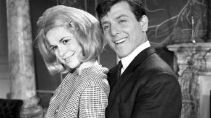 Η ηθοποιός Χλόη Λιάσκου λεγόταν Καλλιόπη και ήταν ανήλικη όταν παντρεύτηκε τον καθηγητή της στη Δραματική Σχολή. Ηταν ανακάλυψη του Βουτσά και υπέγραψε συμβόλαιο στην Φίνος ως μαθήτρια