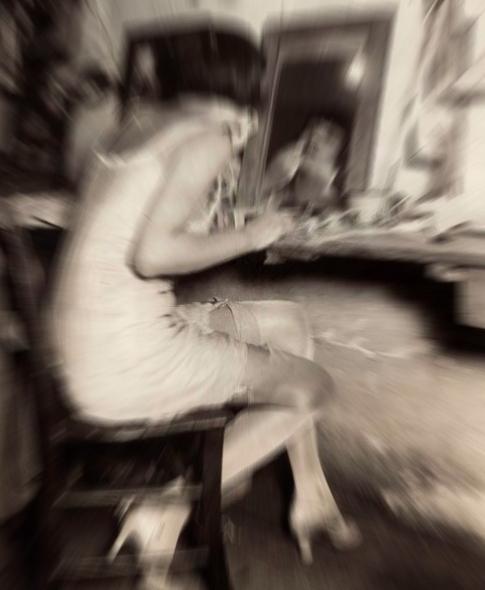 """Ραμόνα. Η μοιραία αρτίστα που """"έβαλε φωτιά"""" στην Τρούμπα με την ομορφιά της. Η δολοφονία του νεαρού εραστή της στη μέση του δρόμου από τον οργισμένο αντίζηλό του"""