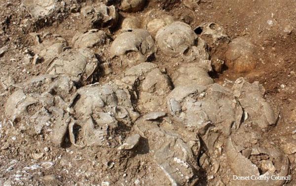 Βίκινγκς. Είχαν σκλάβους τους οποίους θυσίαζαν προς τιμήν των νεκρών αφεντικών τους. Τους έθαβαν μαζί τους, αφού τους αποκεφάλιζαν