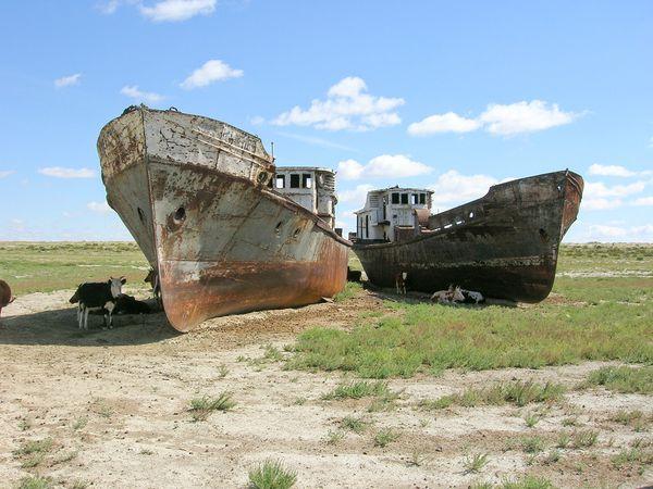 Η λίμνη που είχε έκταση όσο η μισή Ελλάδα μετατράπηκε σε νεκροταφείο πλοίων. Το σοβιετικό πείραμα που απέτυχε και προκάλεσε μια τεράστια οικολογική καταστροφή