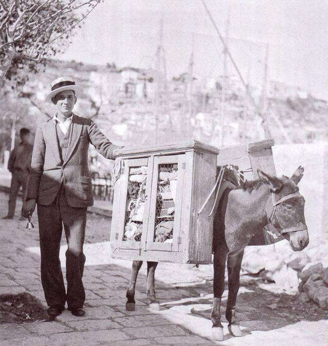 """Μπαλωματής, θεριστής, γαζώτρια, πλανόδιος έμπορος: επαγγέλματα που χάθηκαν στην Ελλάδα της αφθονίας και του καταναλωτισμού. Κάποια απ΄ αυτά θα """"αναστήσει"""" η οικονομική κρίση"""