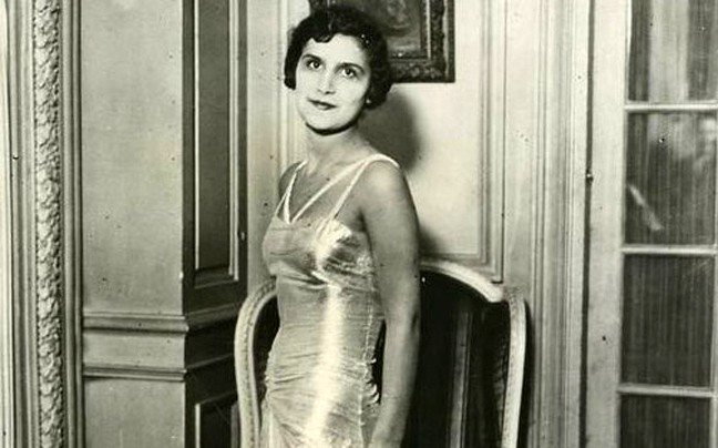 Αλίκη Διπλαράκου, η Μανιάτισσα που εξελέγη πανηγυρικά Μις Ευρώπη το 1930 και αποθεώθηκε στην επιστροφή της από τη Γαλλία. Έγινε Λαίδη και έσπασε το άβατον του Αγίου Όρους ντυμένη άντρας