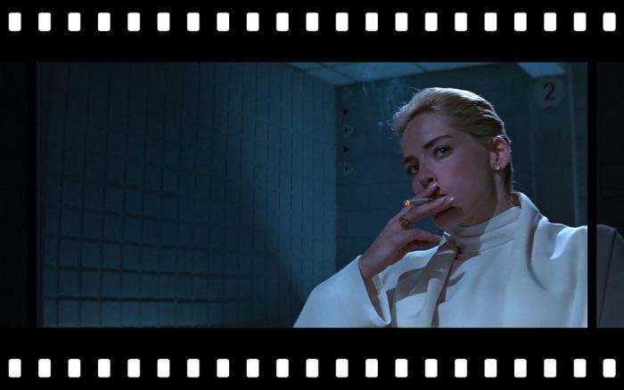 """Η επίμαχη σκηνή στο """"Βασικό ένστικτο"""" που δείχνει τα απόκρυφα της Σάρον Στόουν. Η ηθοποιός χαστούκισε τον σκηνοθέτη δηλώνοντας σοκαρισμένη, αλλά η καριέρα της απογειώθηκε. Ποια κοπέλα ενέπνευσε τον σκηνοθέτη;"""