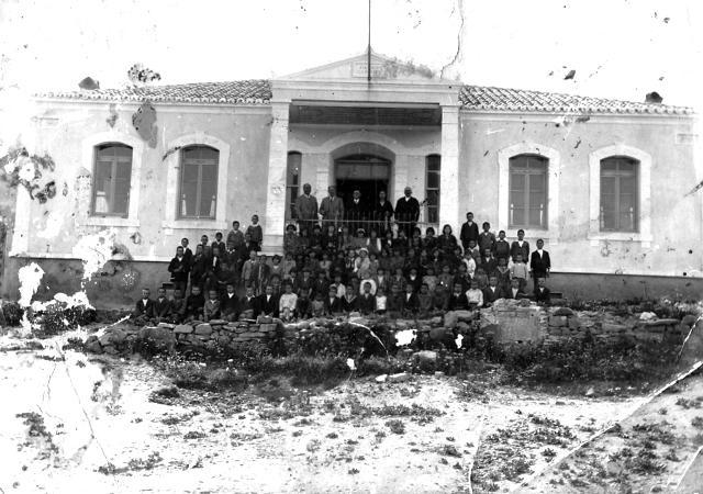 """Επαναλειτουργεί το ελληνικό γυμνάσιο στην Ίμβρο για πρώτη φορά  μετά το 1964! Είχε κλείσει όταν οι Τούρκοι εφάρμοσαν το """"Εριτμέ Προγκράμι"""" που απαγόρευσε τη διδασκαλία των ελληνικών (βίντεο με μαρτυρίες)"""