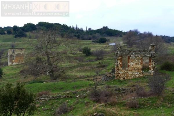 Ερείπια στα Κερδύλια μετά την πυρπόληση των σπιτιών από τους Γερμανούς