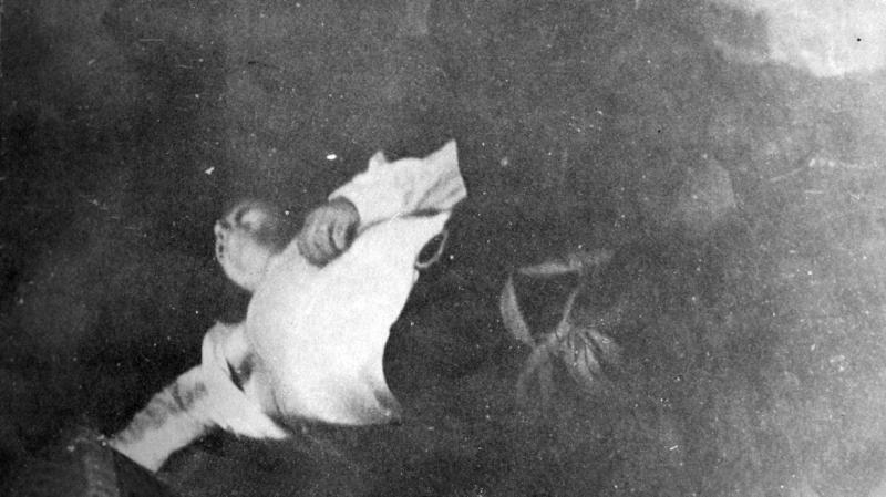 Οι νεκροί του Πολυτεχνείου. To πόρισμα του εισαγγελέα Δ. Τσεβά για τα θύματα της εξέγερσης του 1973. Πρώτος στη λίστα  είναι ο μαθητής Διομήδης Κομνηνός και ένα 6χρονο αγόρι