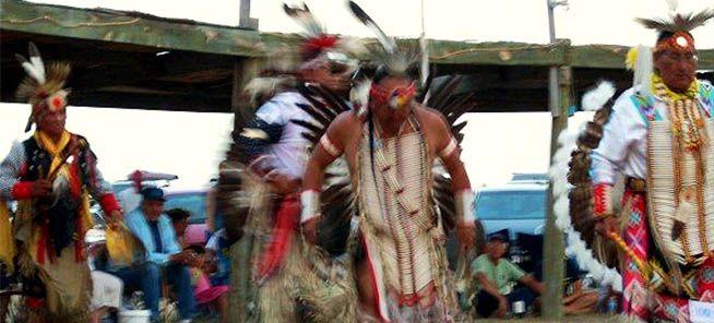Πώς οι Αμερικανοί εξόντωσαν τους Ινδιάνους Λακότα που πίστεψαν ότι χορεύοντας με τα ιερά ενδύματα θα απέκρουαν τους λευκούς και τα όπλα τους (Προσοχή! Σκληρές Εικόνες!)
