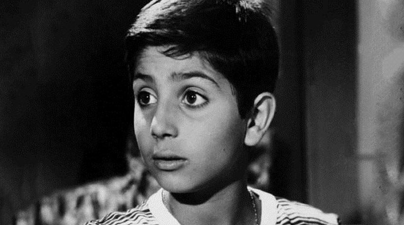 """""""Με έβλεπαν στον δρόμο με τους γονείς μου και έλεγαν: ο κακόμοιρος ο Βασίλης"""". Η ιστορία του Καΐλα, που έγινε κατά τύχη ηθοποιός επειδή ο πατέρας του ήταν θυρωρός στην πολυκατοικία που έμεναν η Λαμπέτη και ο Χορν"""
