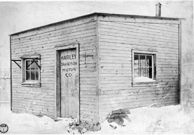 Η πρώτη έδρα της εταιρείας της «Ηarley Davidson Motor Company» το 1903, η αποθήκη στο σπίτι του Ντάβιντσον