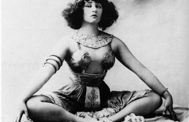 """""""Κολέτ"""", η Γαλλίδα που λάτρεψαν οι φεμινίστριες γιατί αγνόησε όλα τα ταμπού. Έγινε χορεύτρια στο Μουλέν Ρουζ για να γράψει βιβλίο και η αστυνομία έκοψε το χορευτικό ως προκλητικό.  Ήταν υποψήφια για Νόμπελ λογοτεχνίας"""